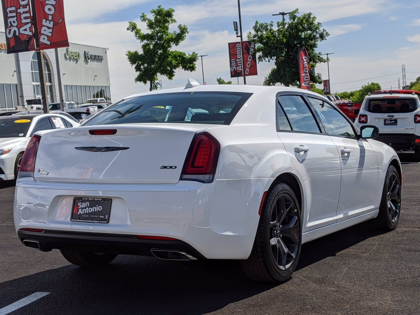 New 2020 CHRYSLER 300 Touring